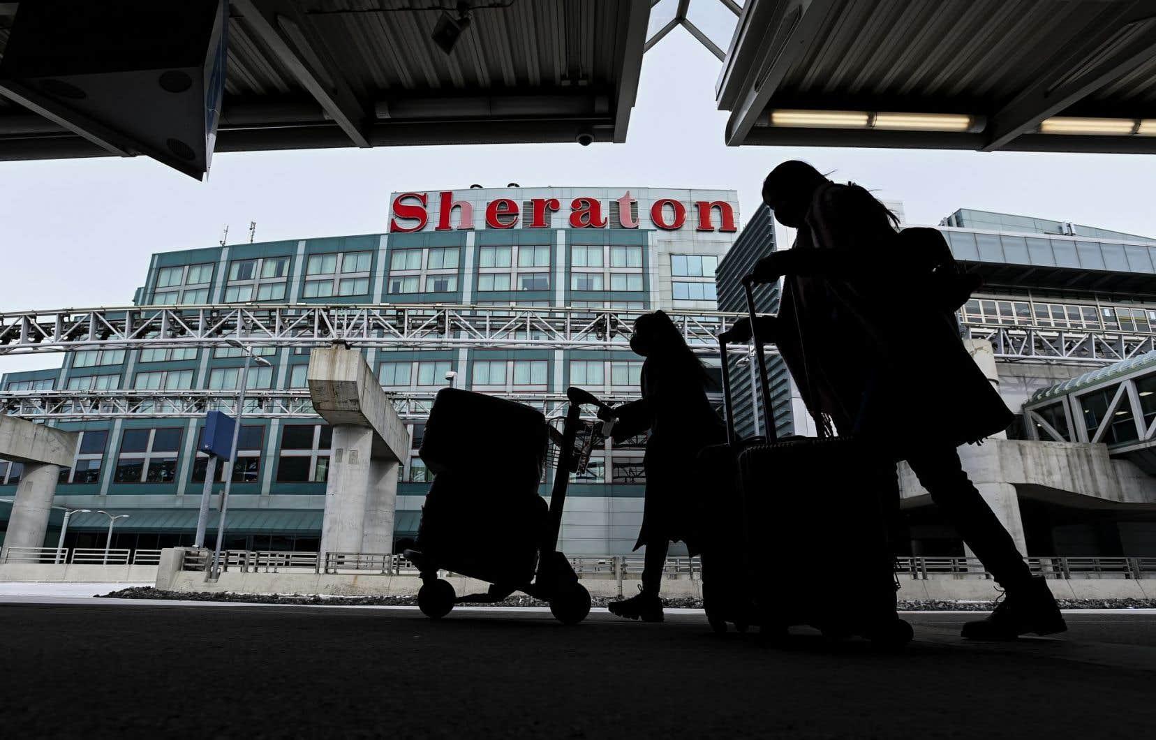 La quarantaine obligatoire à l'hôtel qu'Ottawa imposera aux voyageurs de retour au pays à compter de lundi fait déjà l'objet d'une contestation judiciaire.