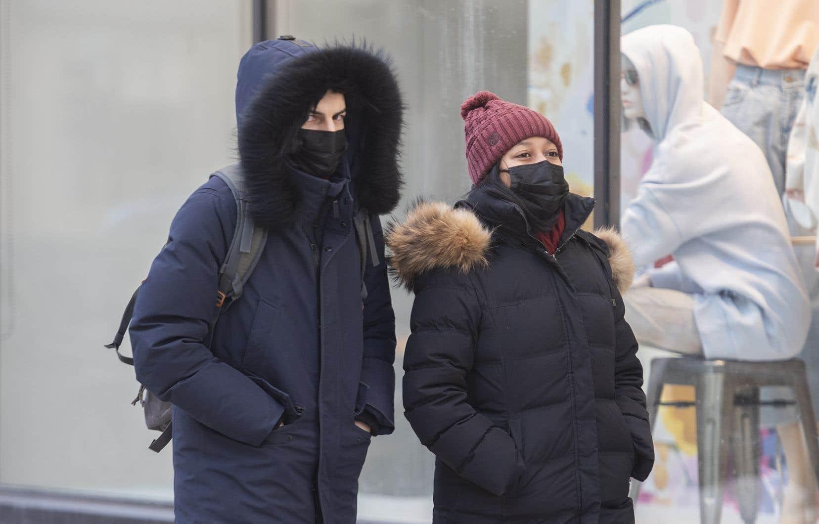 L'assouplissement des mesures de santé publique risque de relancer à la hausse le nombre de nouvelles infections de COVID-19 à Montréal, selon l'INSPQ.