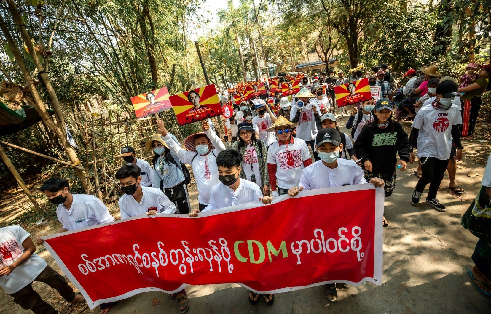 Les manifestants ont pu entrer en contact avec des internautes de Hong Kong ou de Thaïlande, qui leur ont donné des conseils de sécurité pendant les manifestations. Cela aurait été impossible il y a dix ans.