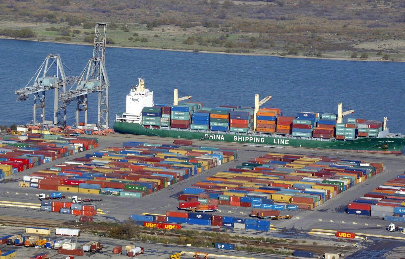 Le nouveau port industriel de Contrecœur servirait au transbordement d'un million de conteneurs chaque année.