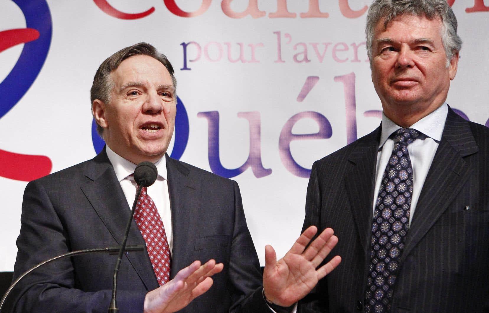 Charles Sirois est aux côtés de François Legault dans le centre d'interprétation de Place-Royale, au cœur du Vieux-Québec, lors du dévoilement du manifeste de la Coalition pour l'avenir du Québec, le 21 février 2011.