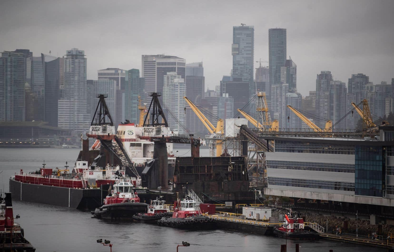 Le contrat pour la construction du navire a été attribué à Seaspan Shipyards, basé à Vancouver.