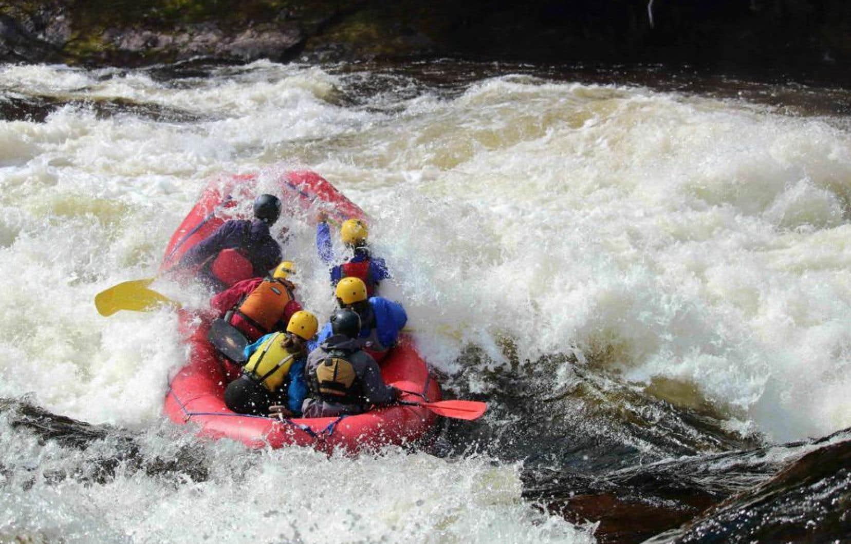 La rivière Magpie est reconnue parmi les meilleures au monde dans divers palmarès pour le rafting et les activités en eau vive.
