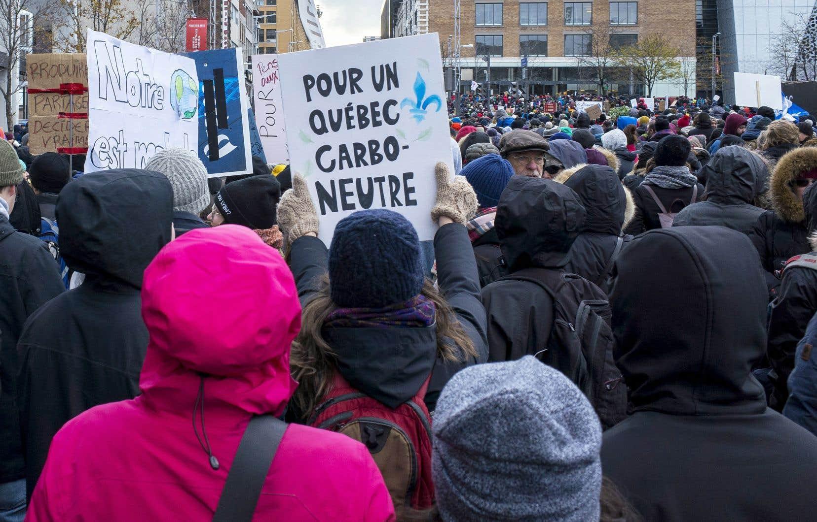 Pour forcer Ottawa à agir, des jeunes Québécois veulent intenter une action collective.