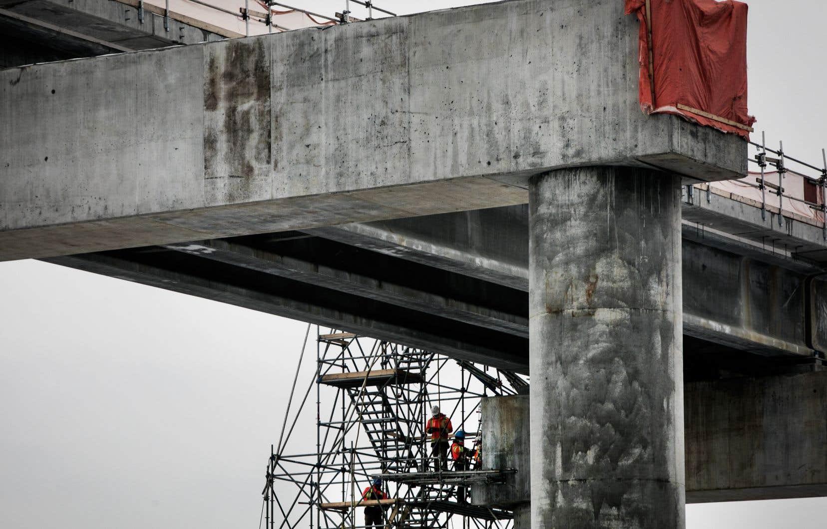 La construction de piliers massifs au centre-ville continue de susciter de vives inquiétudes.