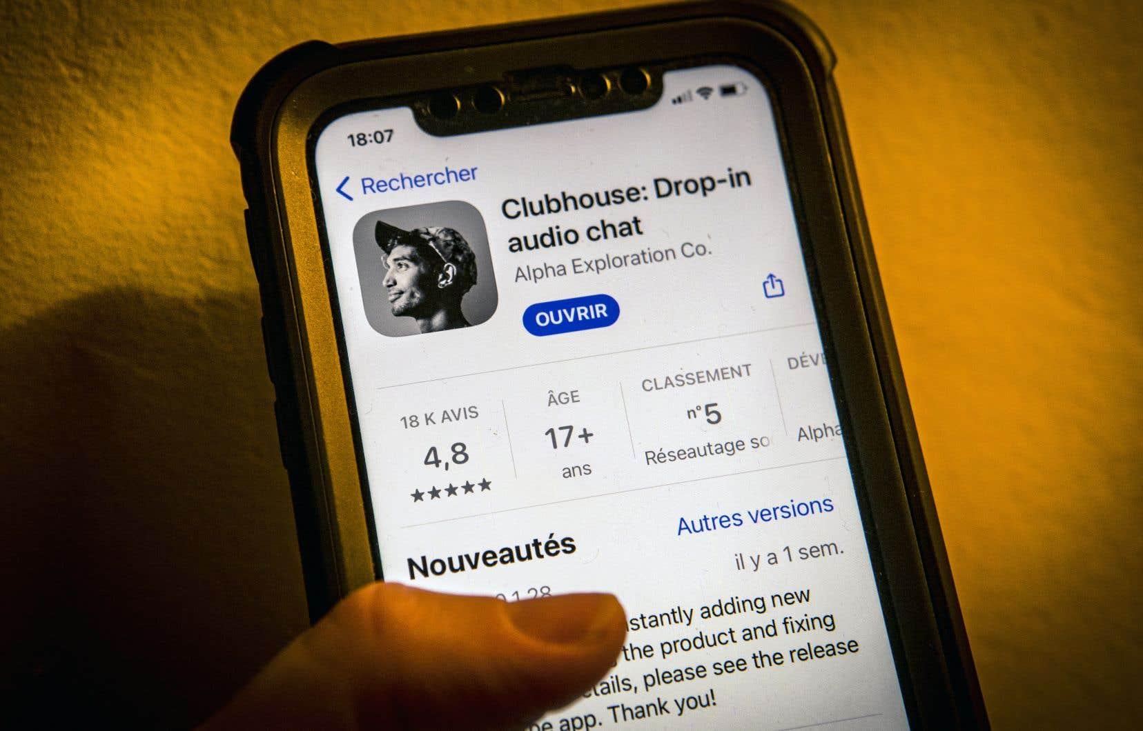 Pour activer son profil sur Clubhouse, il faut avoir été invité à rejoindre le réseau par un membre existant et… posséder un iPhone puisque l'application n'est pas (encore) disponible sur Androïd.