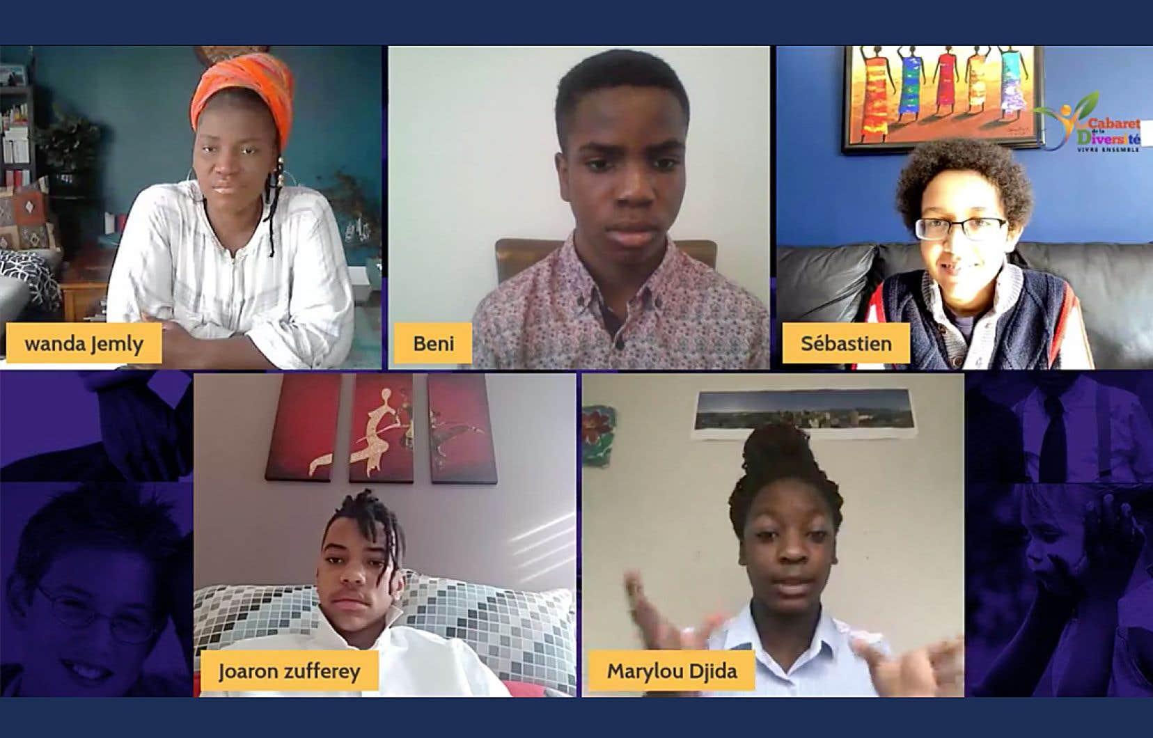Des jeunes participants du Forum «Bâtir et grandir ensemble», organisé par le Cabaret de la Diversité
