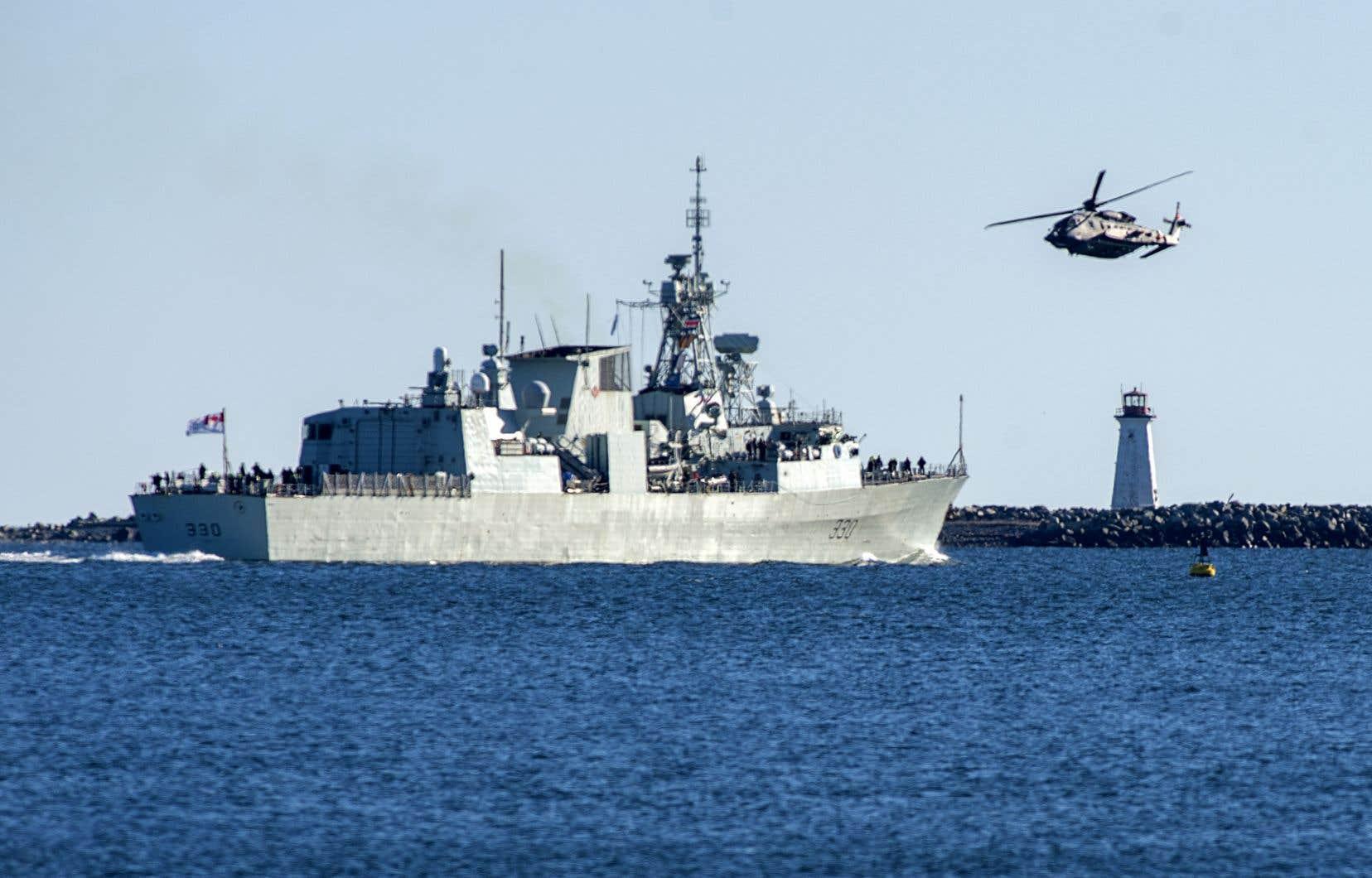 La frégate NCSM Halifax au moment où elle quittait le port d'Halifax, le 1er janvier dernier, en route vers un déploiement de six mois dans la mer Méditerranée.