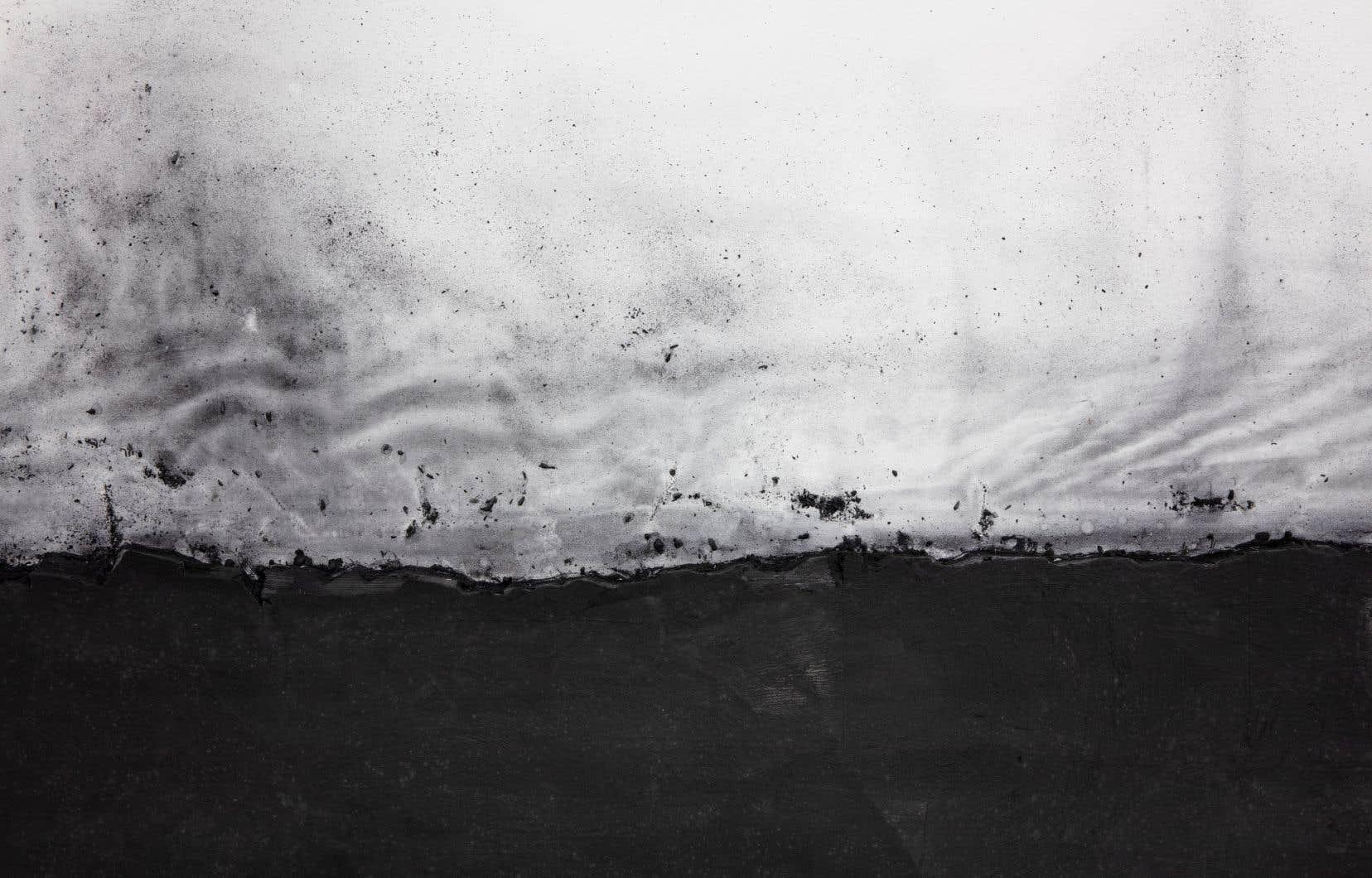 Lee Bae, «Landscape ch-38 (détail)», 2002. Charbon de bois sur toile.