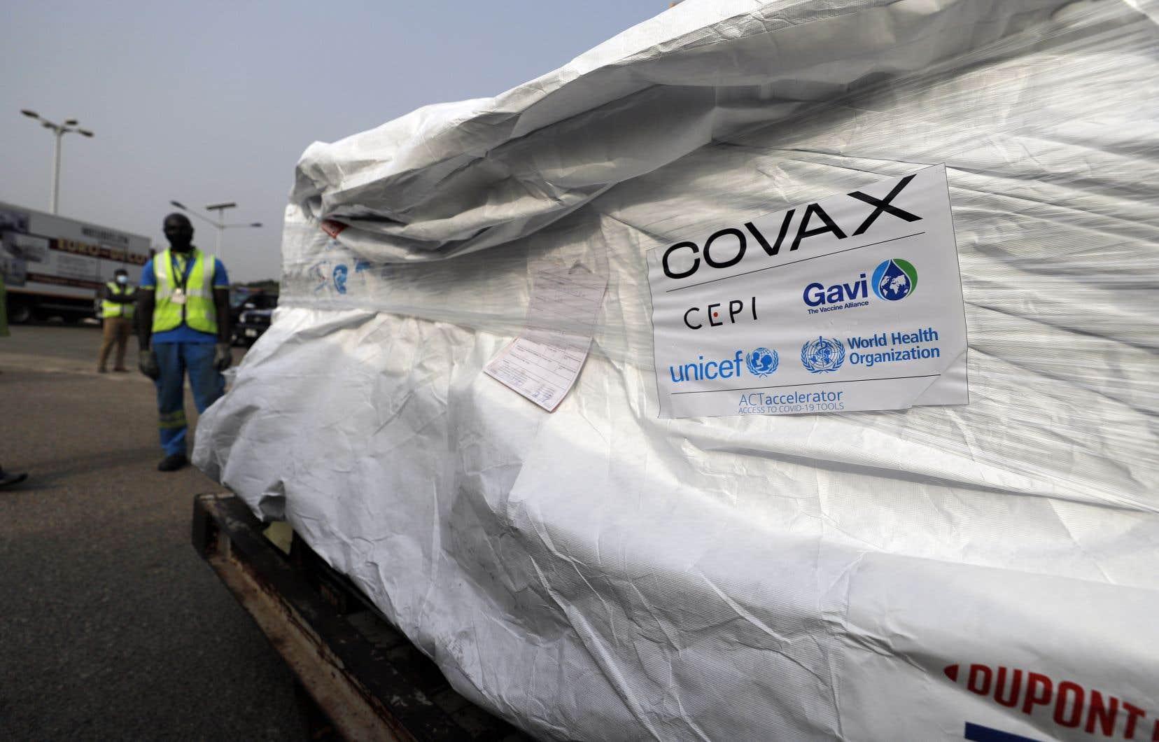 Un avion transportant 600000 doses du vaccin AstraZeneca a atterri, mercredi matin, à l'aéroport d'Accra, où une délégation du gouvernement ghanéen les a réceptionnées.