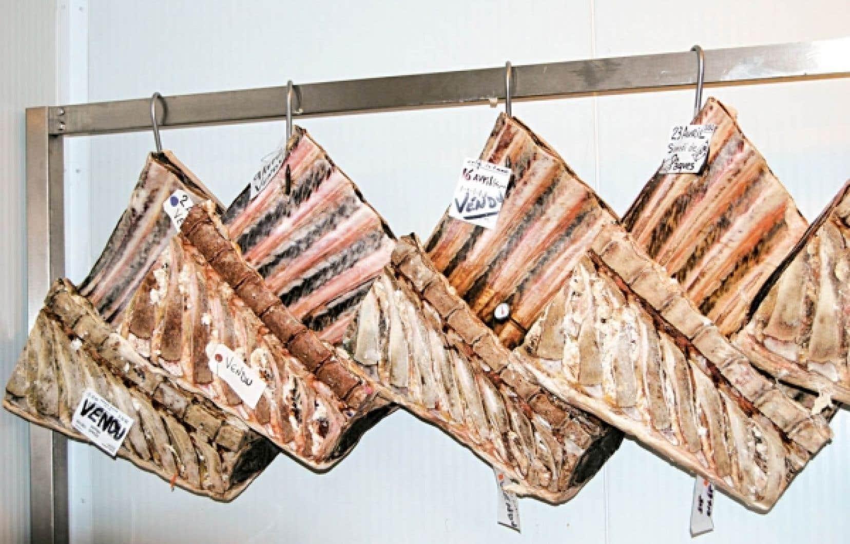 À la boucherie de Marc Bourg, la viande de bœuf est vieillie à sec durant un minimum de 40 jours alors que le bœuf commercial vieillit seulement 21 jours.