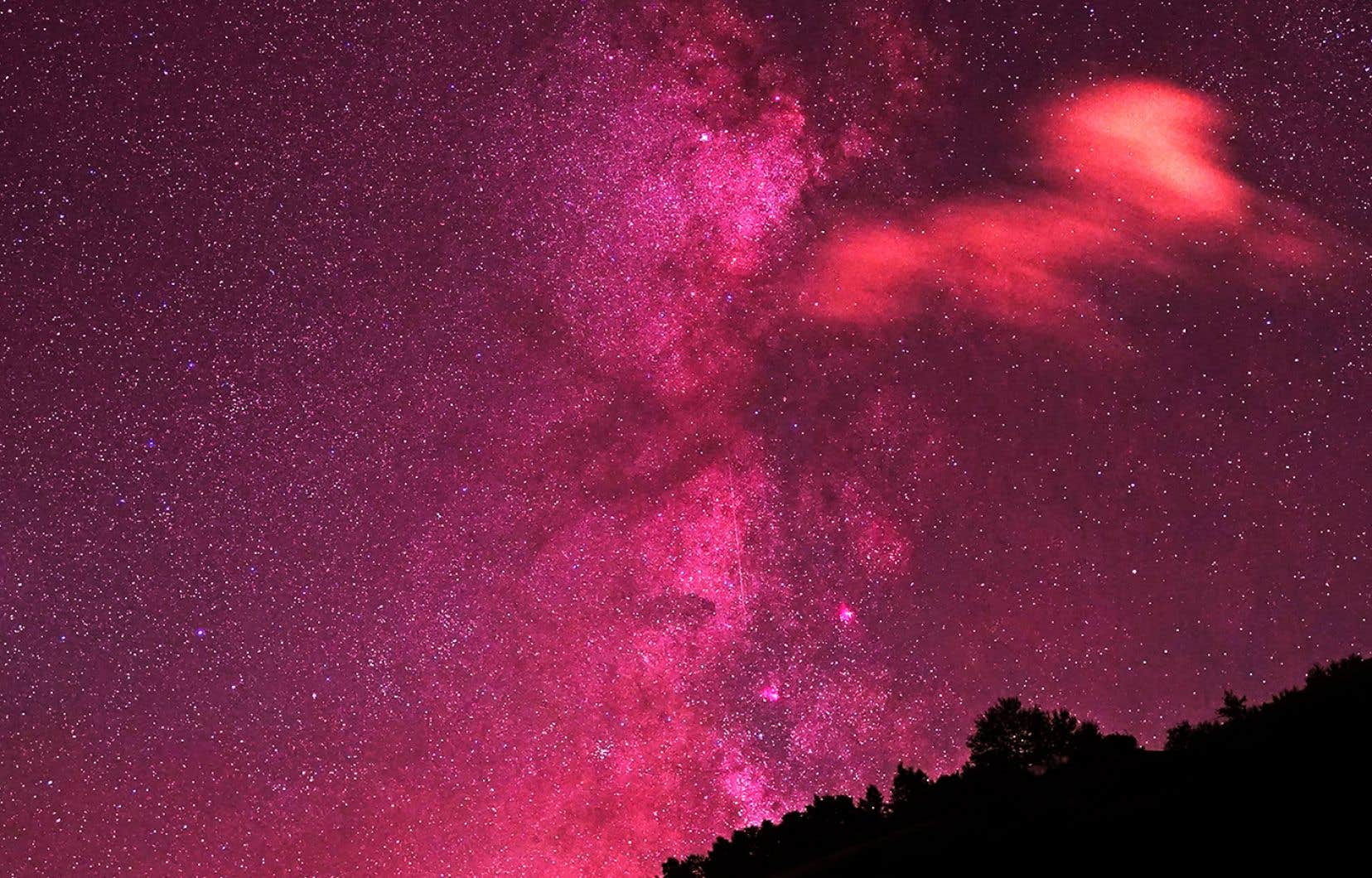«Chasseurs d'étoiles» offre des images d'étoiles, de constellations et de galaxies.