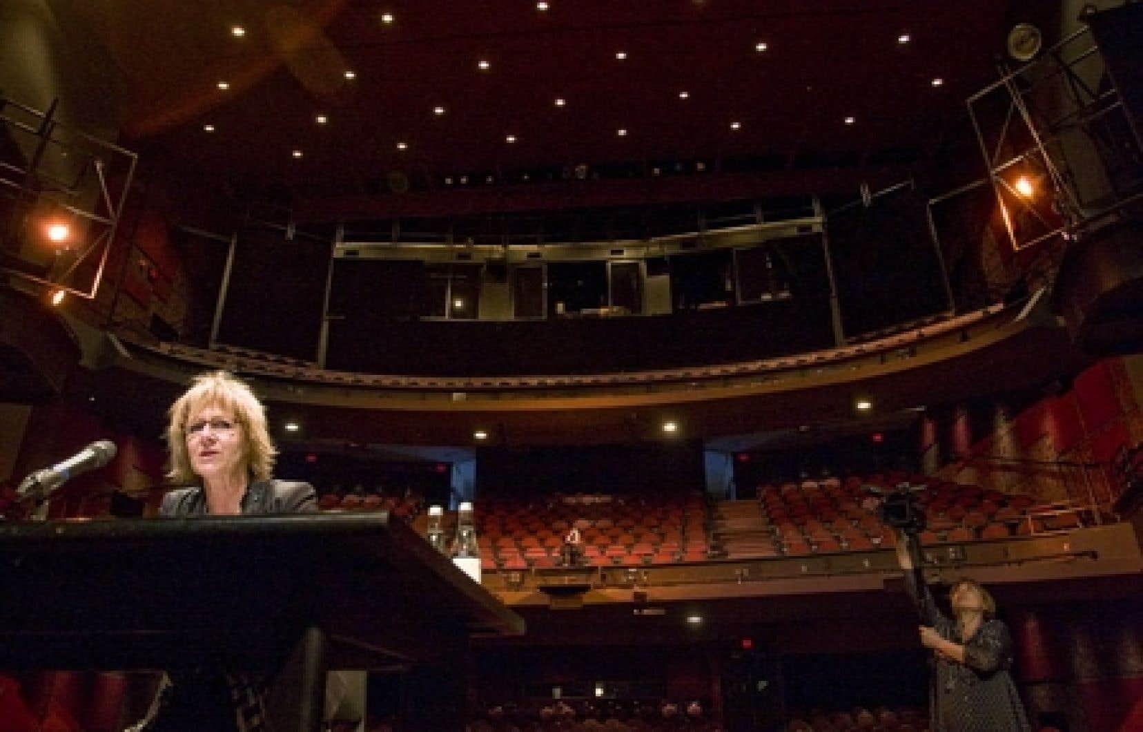Lorraine Pintal a indiqué que Wajdi Mouawad devrait annoncer le 18 avril, à Ottawa, s'il annule complètement les représentations de sa pièce au pays, ou s'il les maintient sans Cantat.