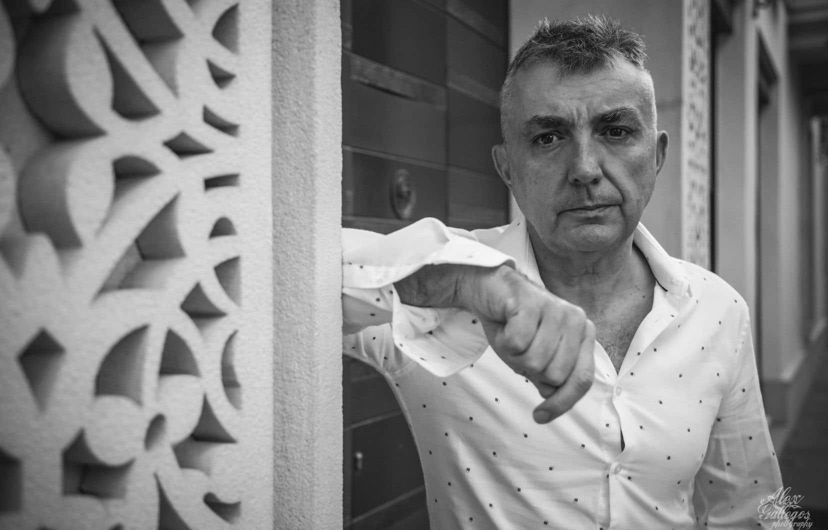 Le romancier, poète et essayiste de 58ans livre une autre mise à nu  où il affronte la solitude — qui est le lot de tout écrivain — et le monstre de la maladie mentale.