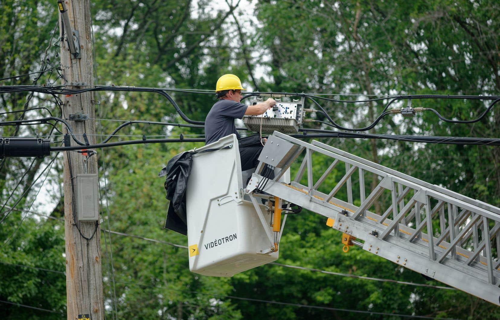 Le gouvernement québécois veut que davantage de foyers dans les régions puissent avoir accès à Internet haute vitesse.