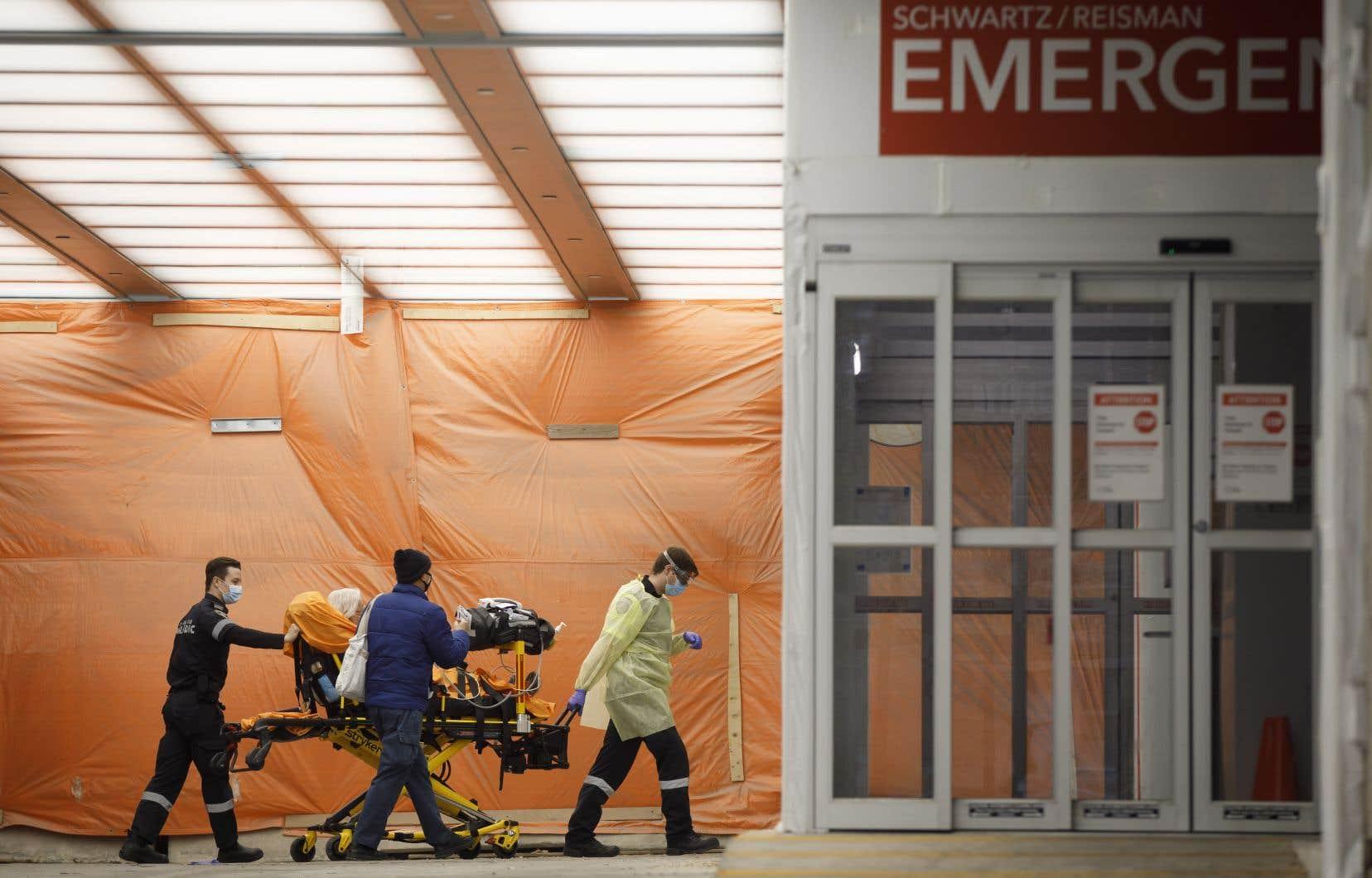 Le nombre de décès liés à la COVID-19 peut être sous-estimé, selon des experts - Le Devoir
