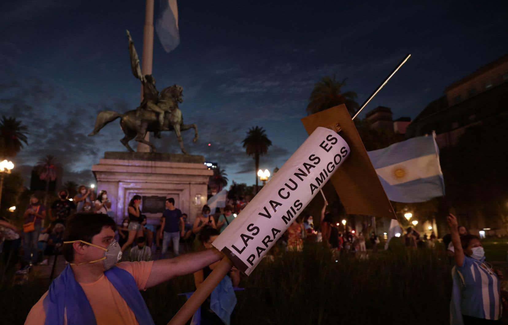 Les manifestations se sont déroulées sans incident, hormis quelques frictions entre opposants et militants syndicaux devant la résidence officielle du président à Buenos Aires.