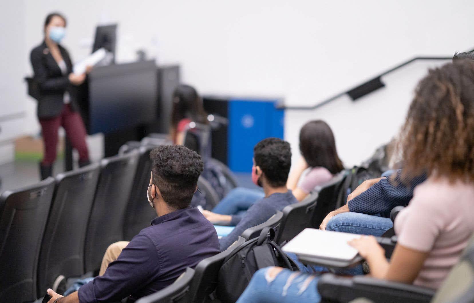 «La controverse autour de la liberté d'enseigner a conduit plusieurs observateurs à déplorer qu'on puisse demander à des professeurs d'accorder une priorité au