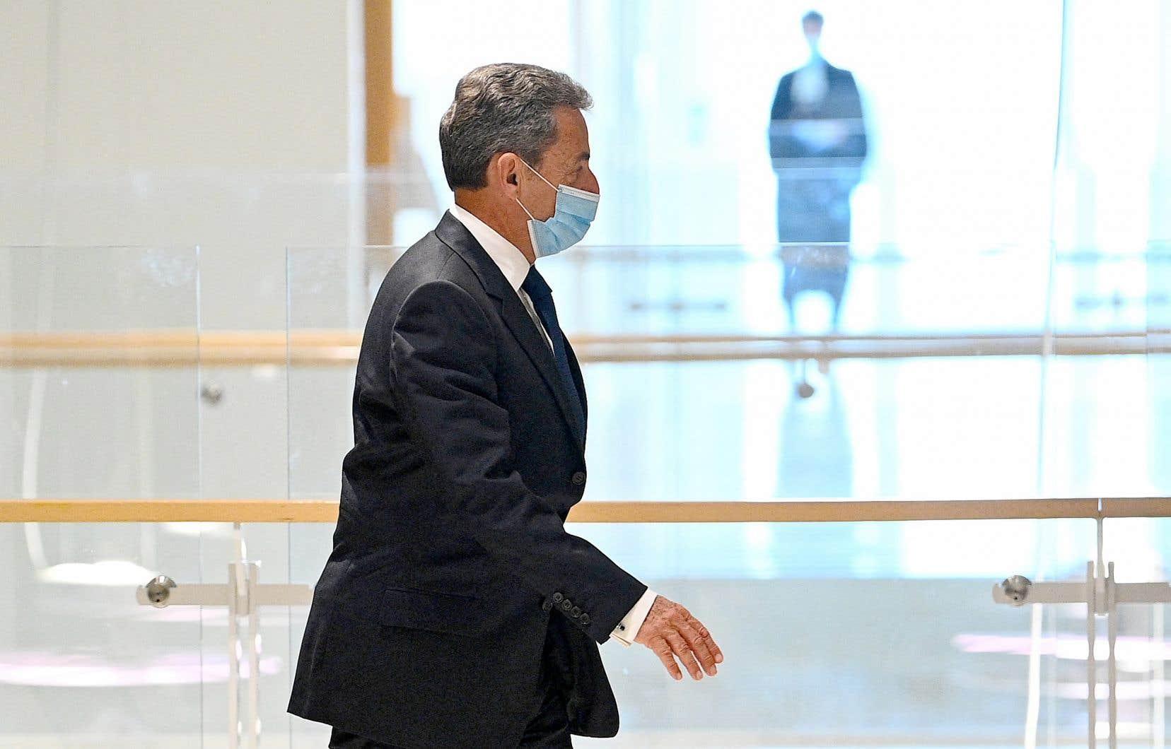 Arrivé confiant au tribunal, Nicolas Sarkozy, qui a dirigé la France de 2007 à 2012, a accueilli sa sentence sans réagir avant de s'éclipser aussitôt sans faire la moindre déclaration.