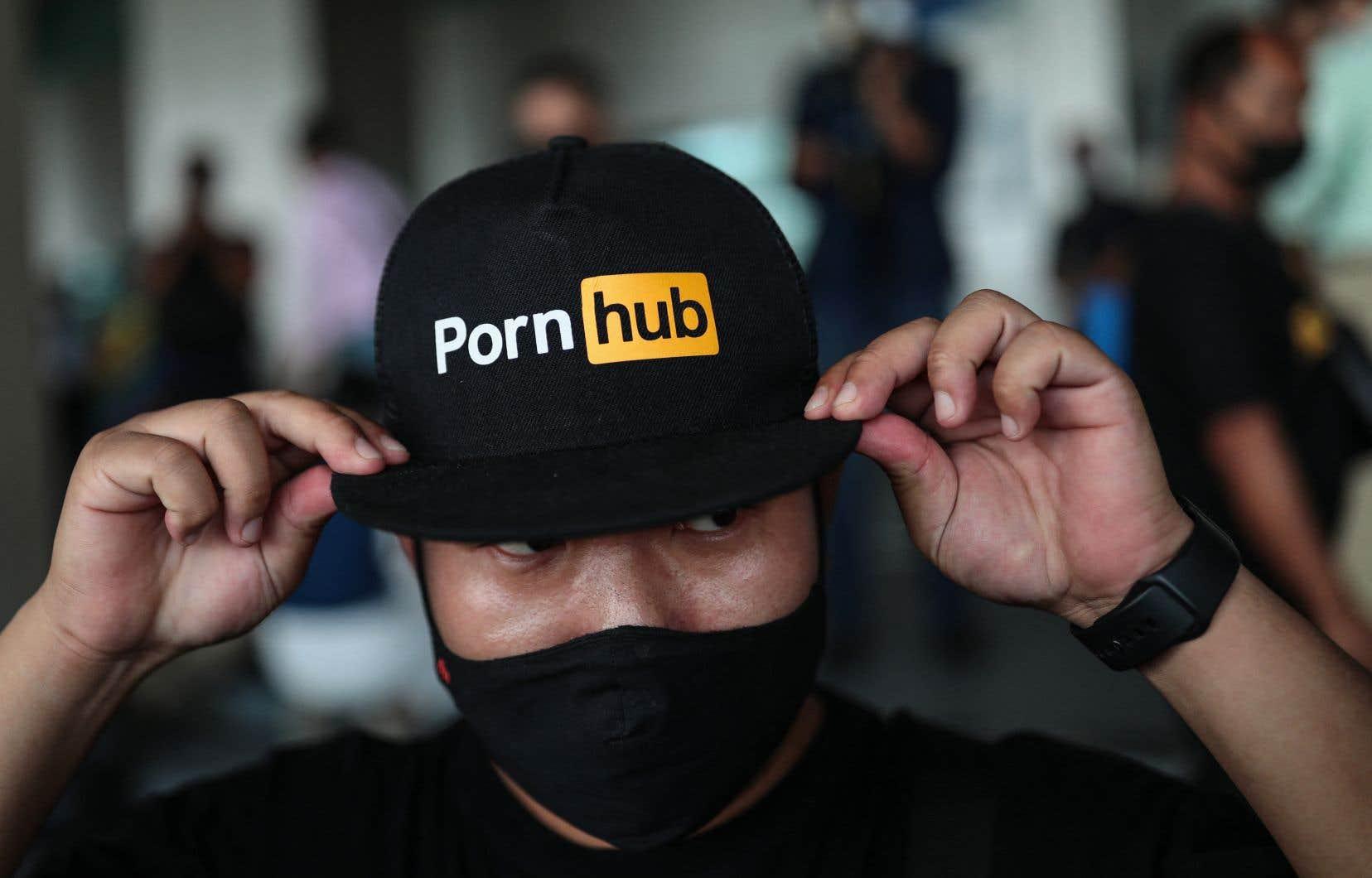 De décembre à janvier, le nombre de visites mensuelles sur Pornhub a chuté de 21%, passant de 3,2milliards à 2,5milliards.