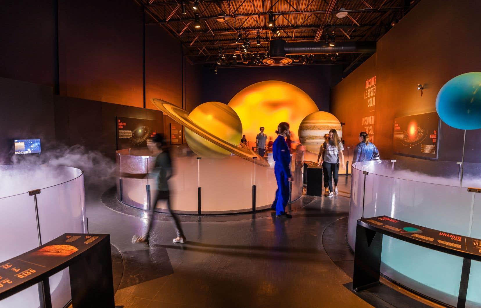 L'exposition permanente du Cosmodôme permet de découvrir l'astronautique  (les véhicules spatiaux), l'exploration spatiale, l'histoire de la conquête de l'espace, le système solaire et les météorites.