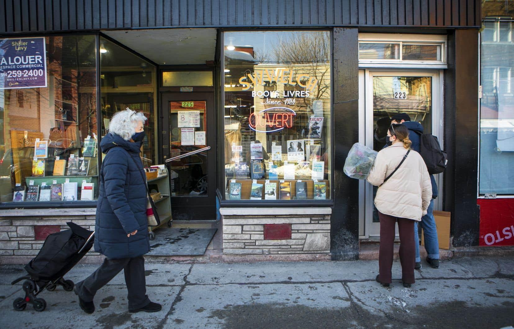 La semaine dernière, Stephen Welch, de la librairie S.W. Welch dans la rue Saint-Viateur, a annoncé qu'il devra fermer ses portes prochainement en raison d'une hausse de loyer insoutenable pour lui.
