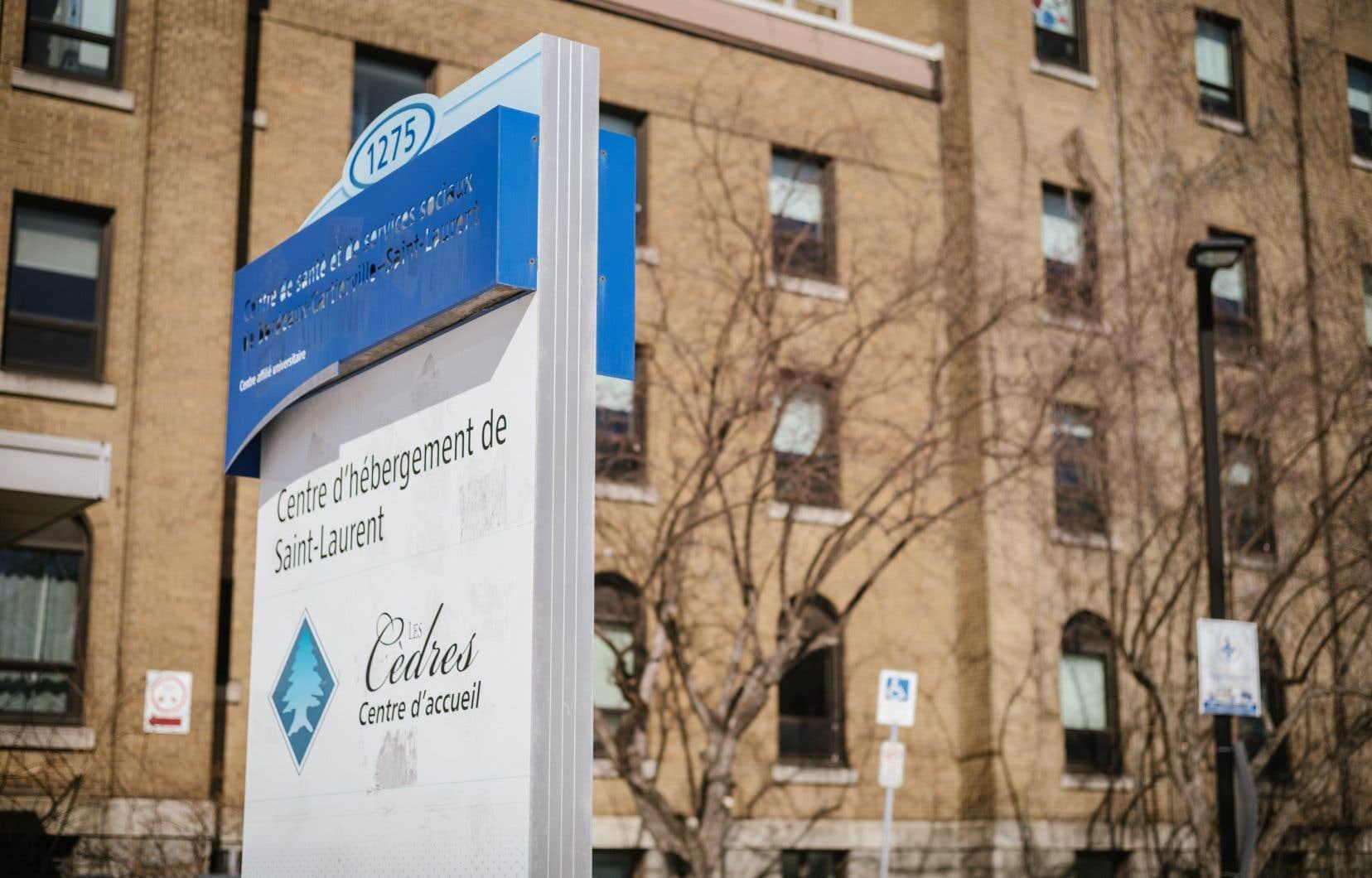 Une enquête du «Devoir» publiée vendredi a révélé que des résidents de l'unité psychiatrique du CHSLD Saint-Laurent avaient été enfermés pendant des mois dans leurs chambres et privés de douche pendant des semaines.