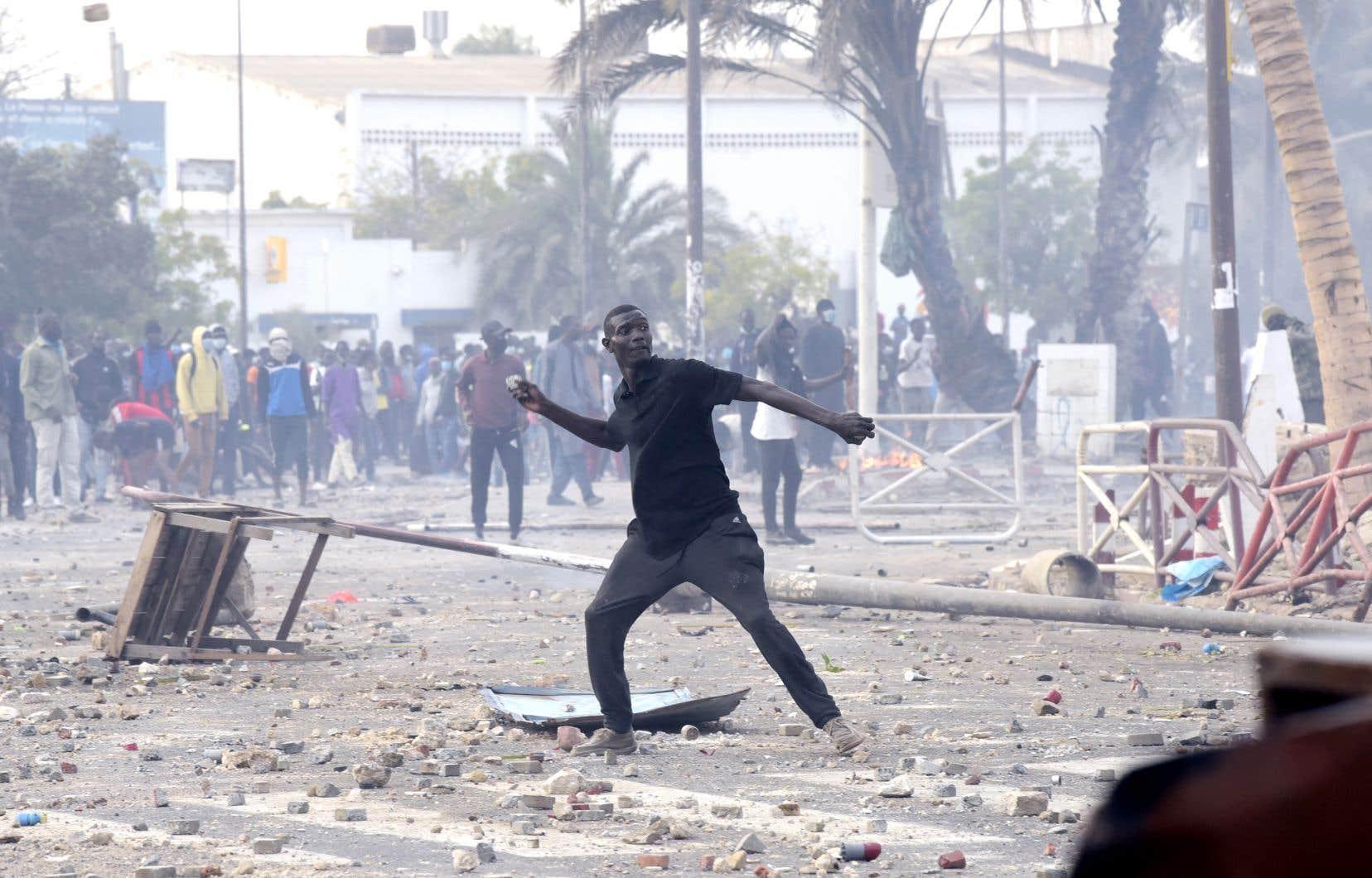 Plusieurs quartiers de Dakar, la capitale, et de villes de l'intérieur ont connu des affrontements d'une ampleur inconnue depuis plusieurs années.