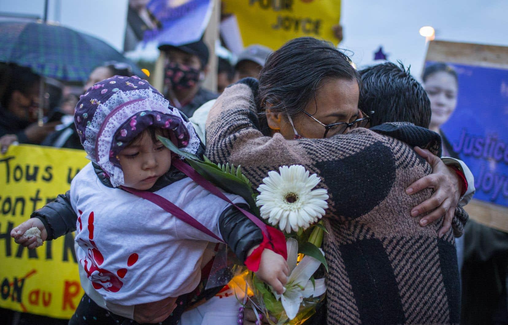 Les proches de Joyce Echaquan se sont recueillis lors d'une cérémonie à sa mémoire, en septembre dernier.