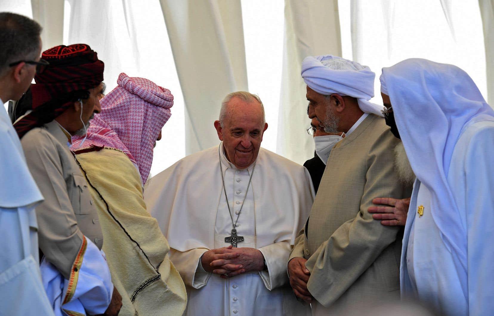 Il faut «cheminer du conflit à l'unité» dans «tout le Moyen-Orient» et «en particulier en Syrie, martyrisée», a plaidé le pape.