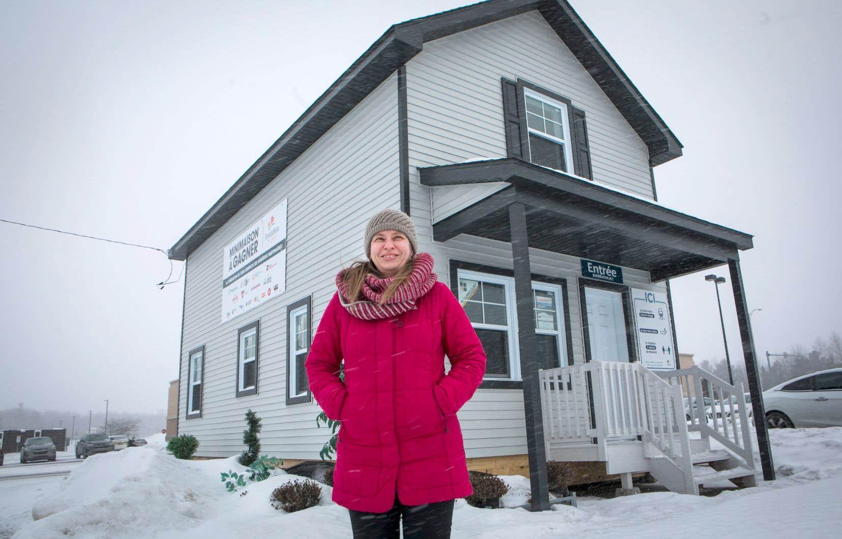 Marie-Josée Martel, une ingénieure forestière dans la jeune cinquantaine, a acheté une des maisons qui seront construites prochainement. Elle dit avoir été attirée par l'aspect communautaire du projet.