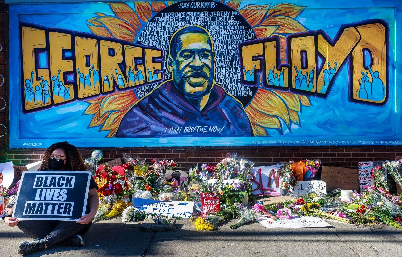 La mort de George Floyd avait déclenché une vague inédite de protestations contre le racisme et les brutalités policières dans le pays, et dans le monde, où furent scandés son nom et ses dernières paroles, «I can't breathe» («Je ne peux pas respirer»).