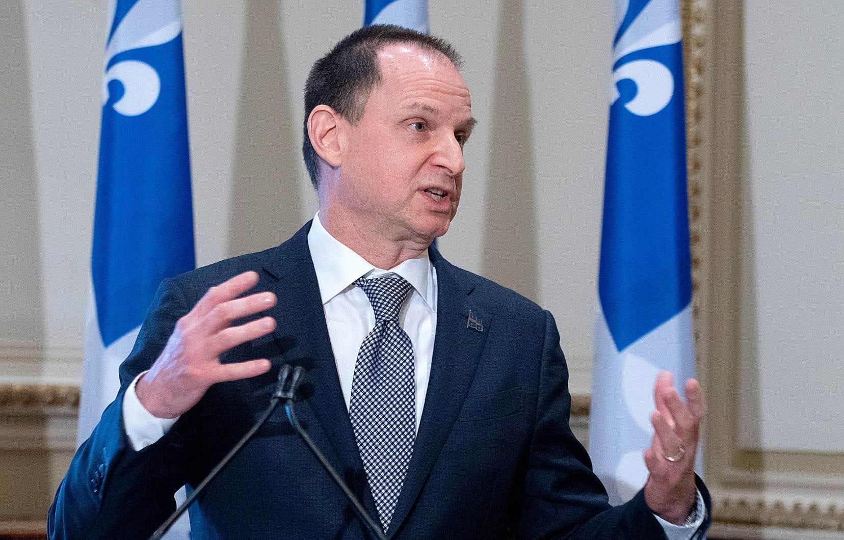 Le ministre des Finances, Éric Girard, a reconnu que Revenu Québec a «manqué de souplesse» en coupant dans les chèques de crédit de solidarité de certains prestataires de l'aide sociale.