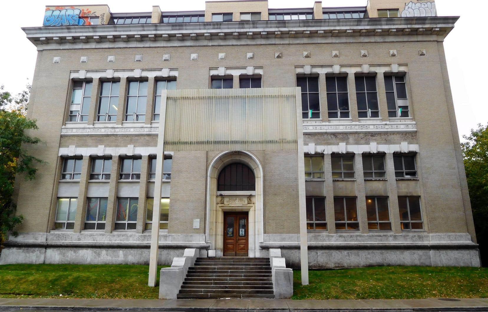 «Les architectes Omer Marchand et Ernest Cormier ont signé un magnifique bâtiment dans lequel de grandes salles pourraient facilement accueillir les grandes œuvres de Riopelle», écritFrançoise Sullivan.