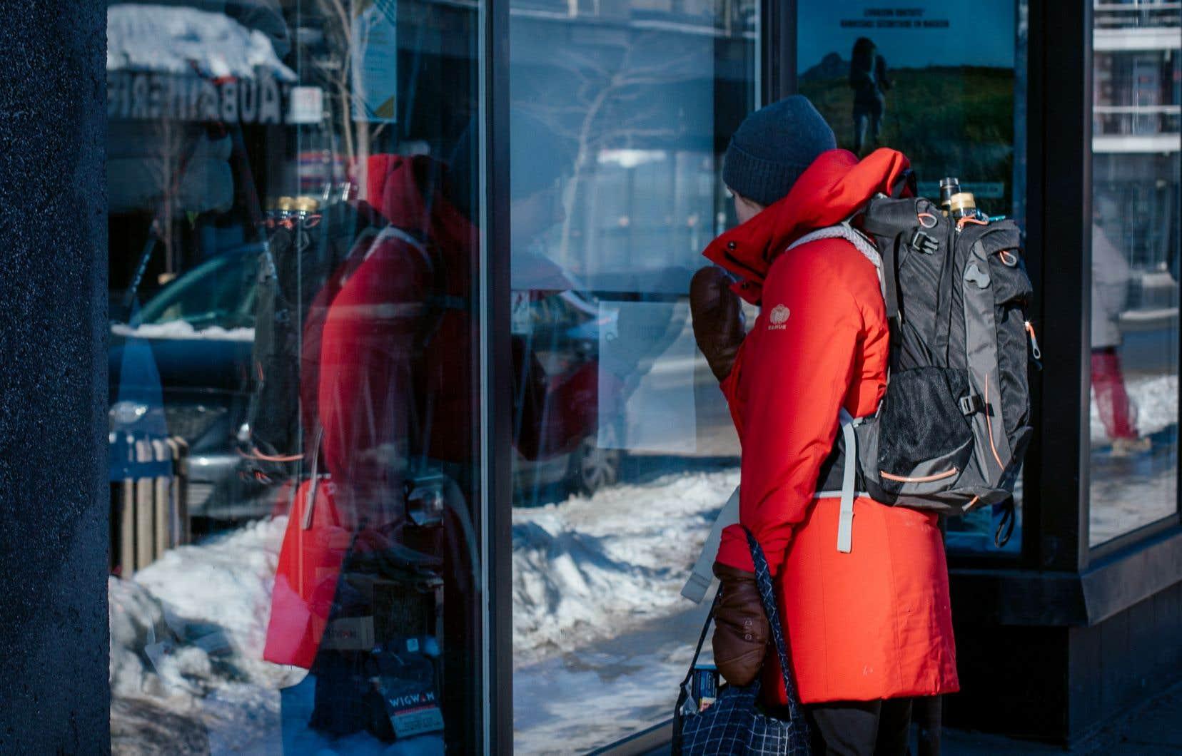Selon le Conseil québécois du commerce de détail, le nombre d'entreprises converties à la vente électronique est passé de 36% à 44% au cours de la dernière année, notamment marquée par des mesures de confinement ayant forcé la fermeture temporaire des commerces non essentiels.