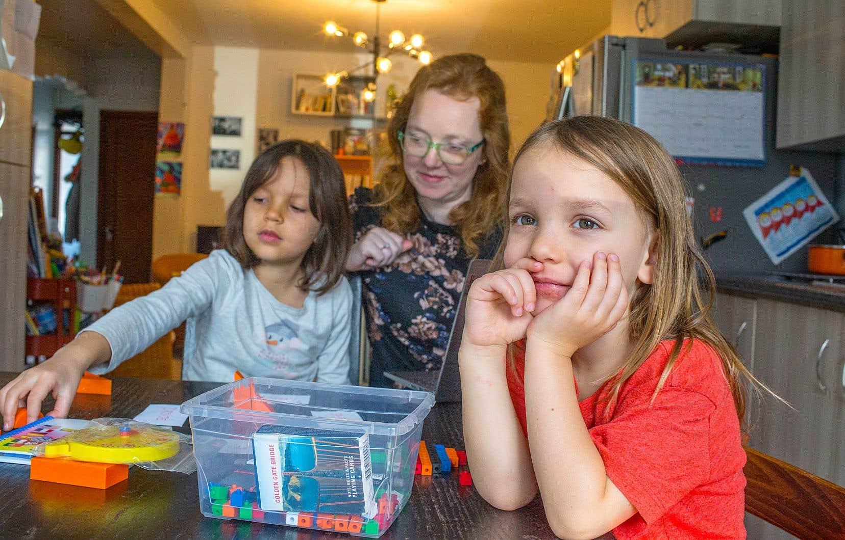 «L'école à la maison est une soupape pour sortir du système quand ça ne fonctionne pas», affirme Marine Dumond, présidente de l'Association québécoise pour l'éducation à domicile.