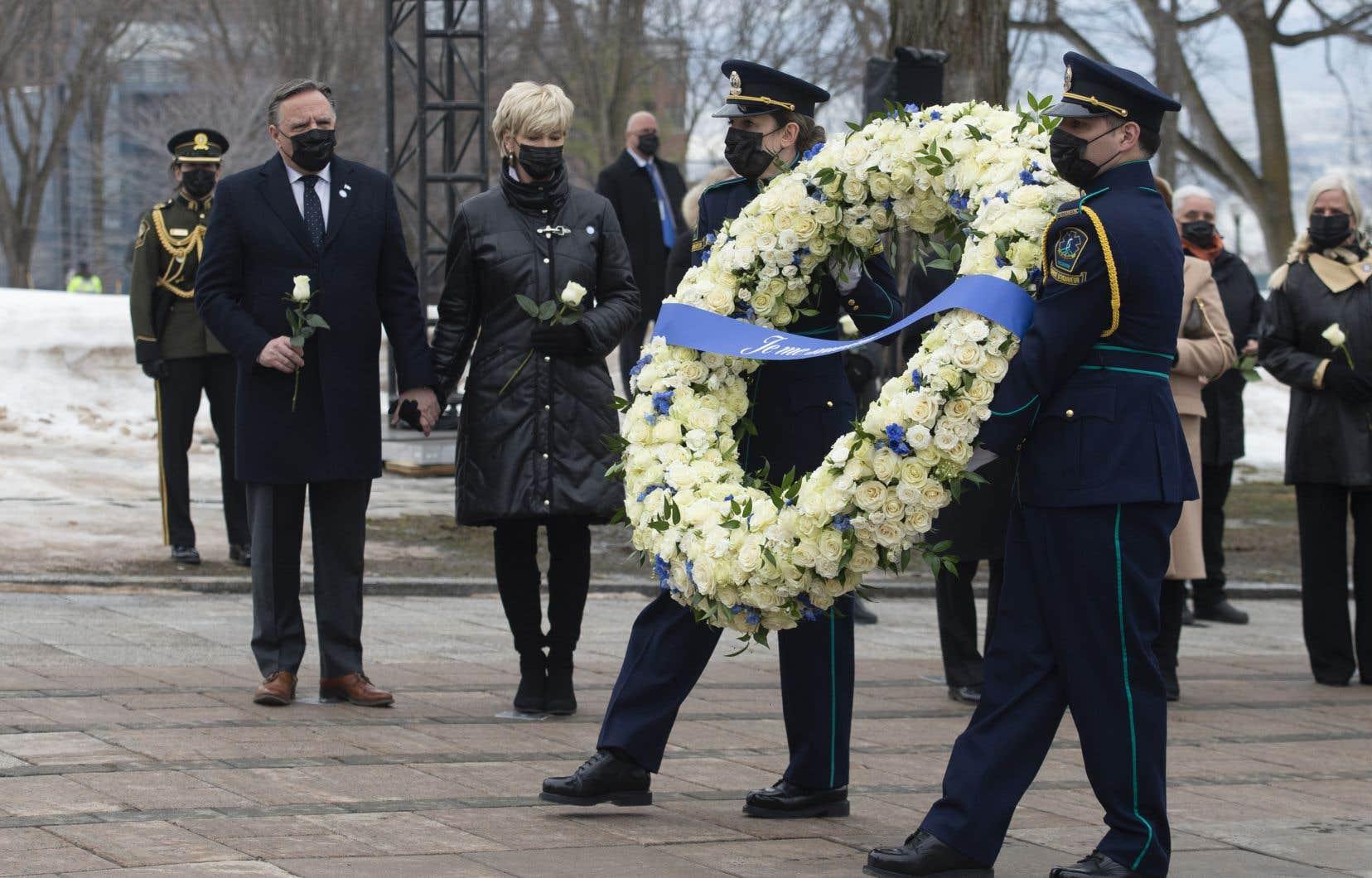 Jeudi, à 13 h, la nation québécoise a observé une minute de silence afin d'honorer la mémoire des vicitmes de la COVID-19.