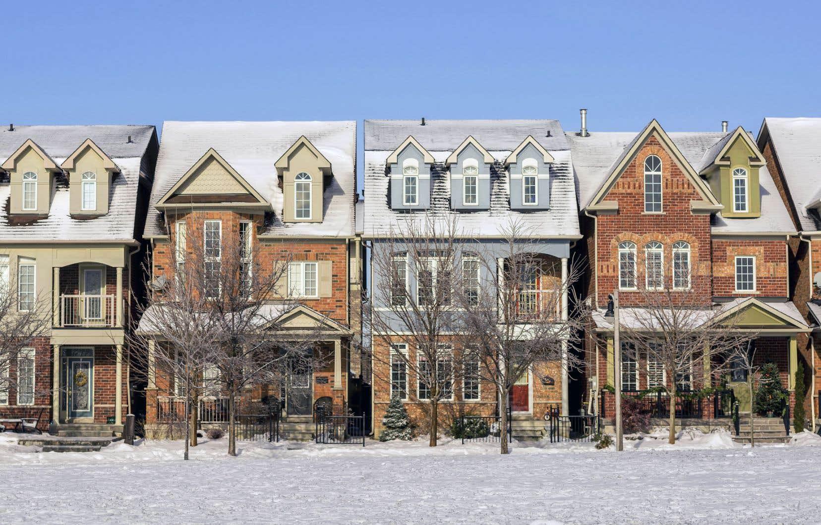 Parmi, les dix questions les plus posées par les Canadiens à propos des prêts hypothécaires: «combien puis-je me permettre en prêt hypothécaire?» tient le haut du palmarès.