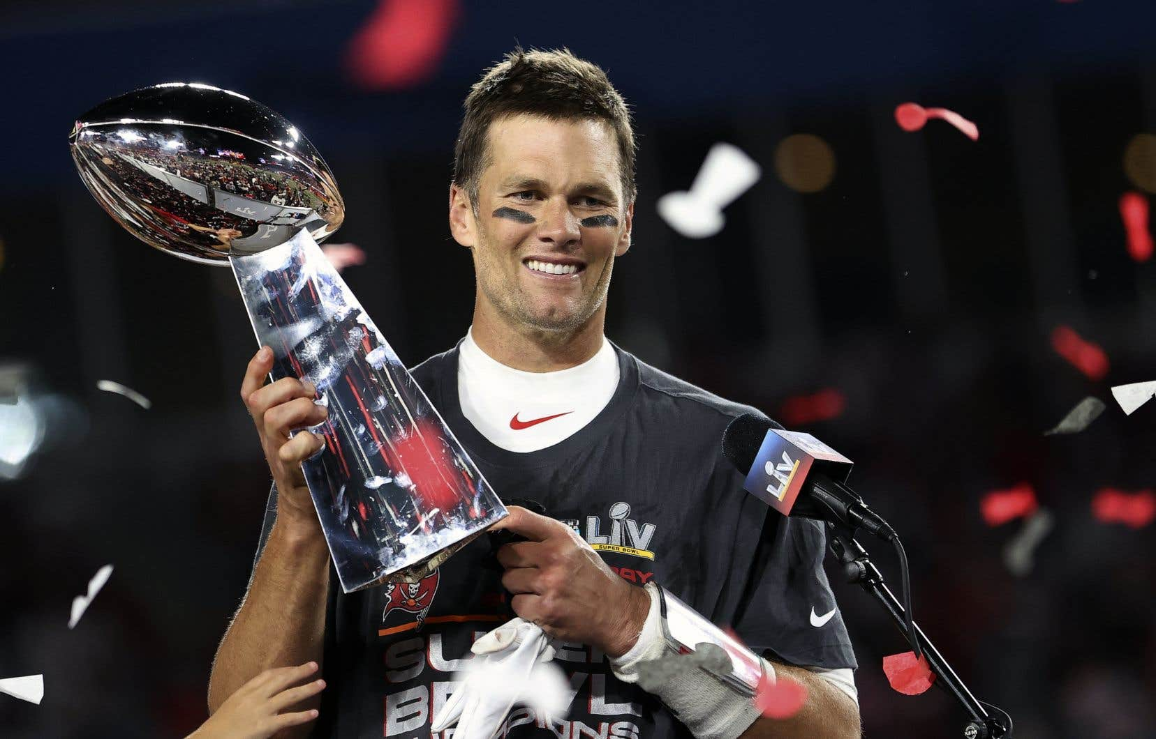 Brady, cinq fois lauréat du titre de joueur le plus utile à son équipe au Super Bowl, a mené les Buccaneers à un premier titre en18 ans, le 7février dernier.