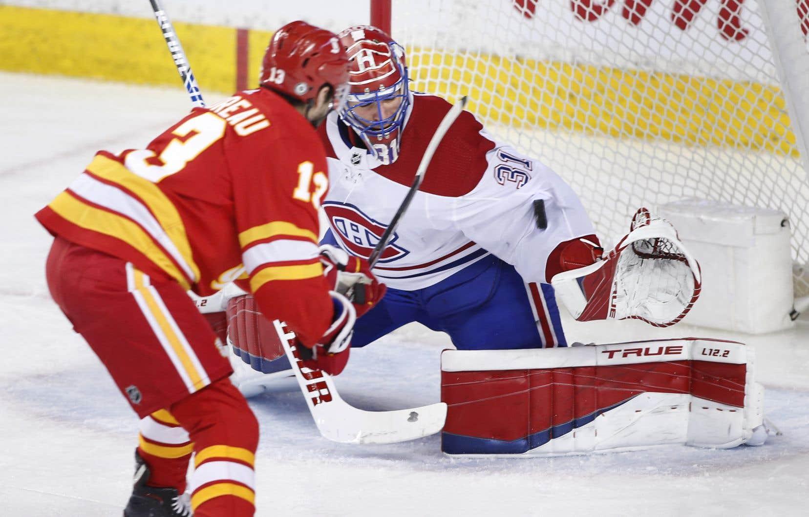 Les Flames ont complètement dominé la première période et Price a tenté de garder le Canadien dans le coup. Il a frustré Johnny Gaudreau en échappée à mi-chemin du premier vingt.