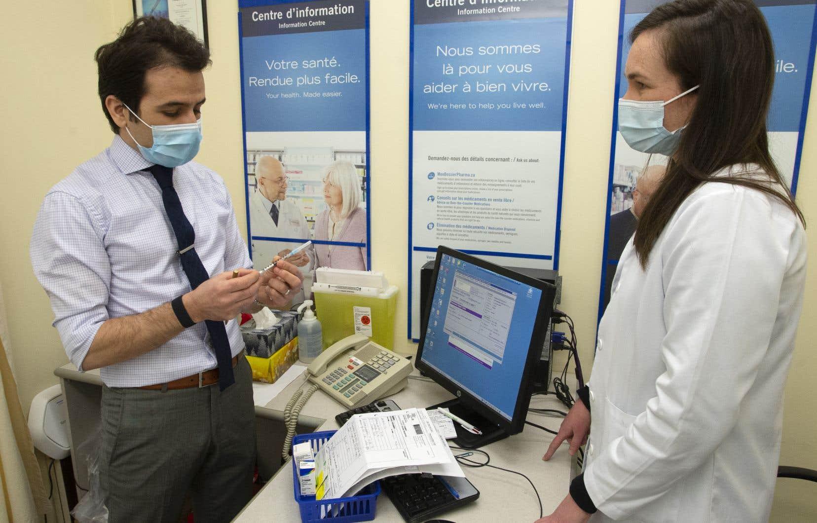 Nabil Chikh, comme bien d'autres pharmaciens à Montréal, est prêt à commencer l'opération de vaccination contre la COVID-19 dans ses locaux.