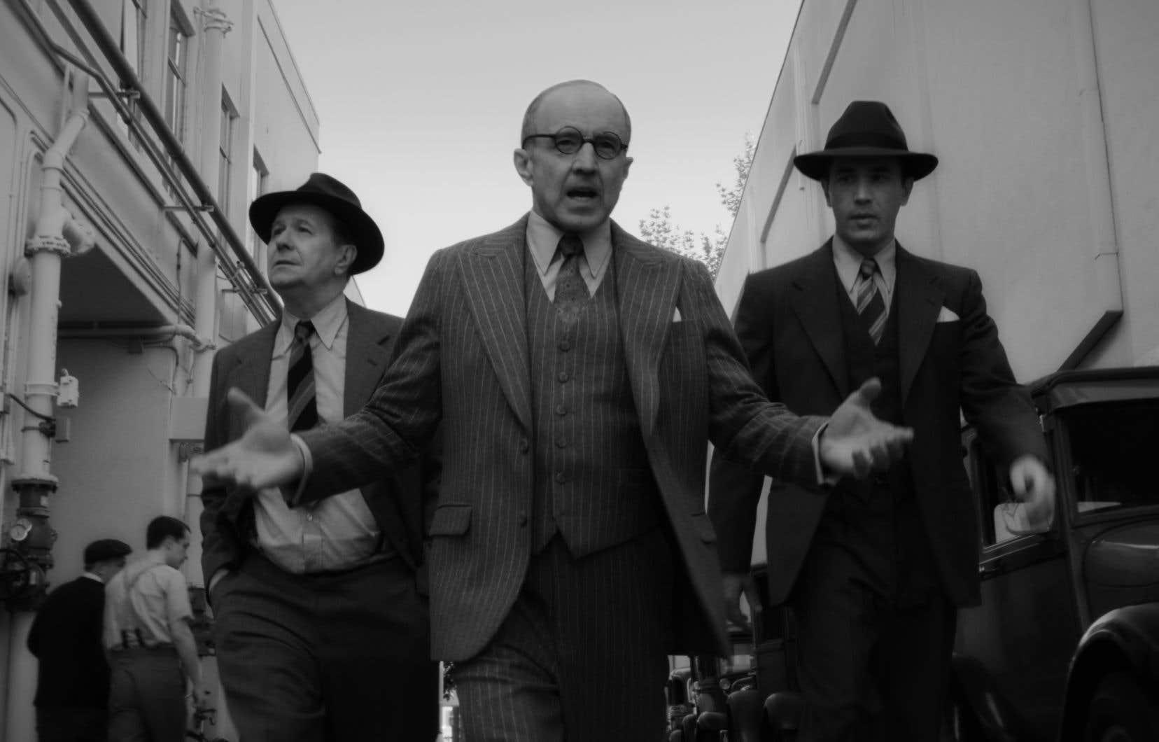 Mank, ode à l'âge d'or d'Hollywood de David Fincher, avec Gary Oldman dans le rôle du scénariste Herman J. Mankiewicz, part en position de tête.