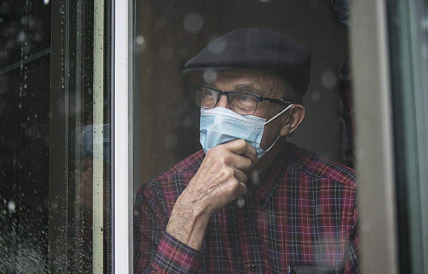 Selon la CSN, le Québec devrait profiter de la relance pour revoir les modèles d'hébergement des personnes âgées.