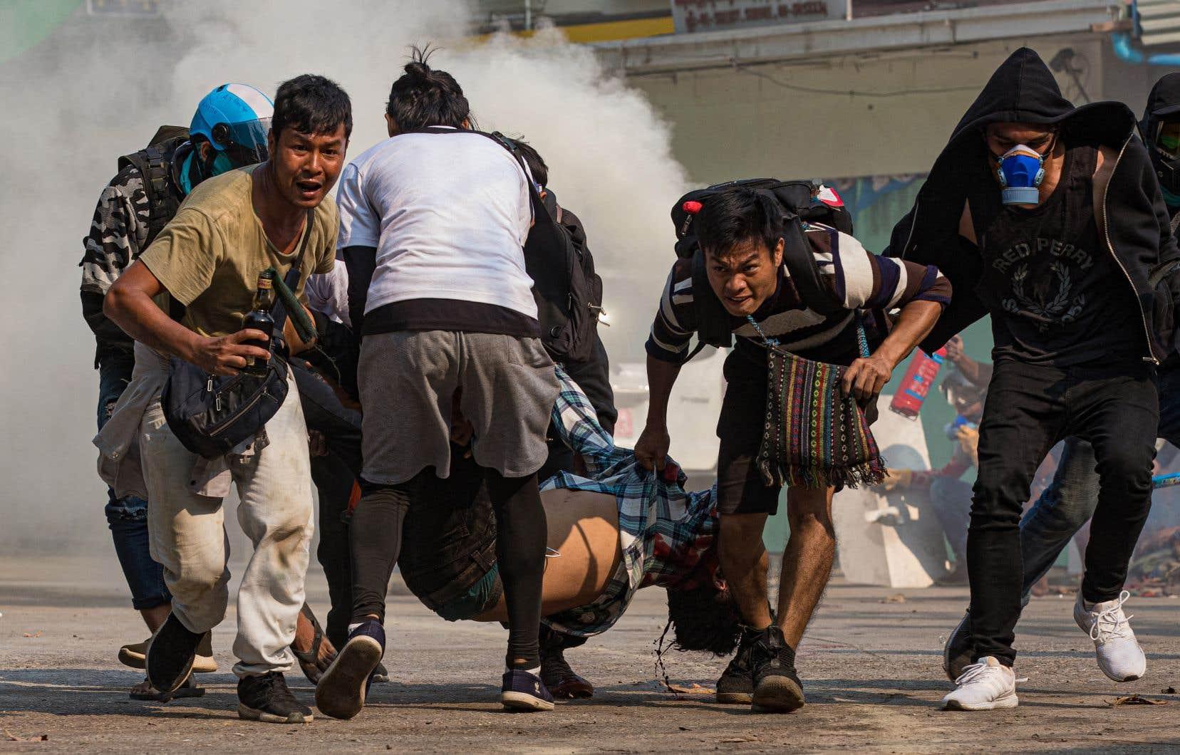Les forces de sécurité myanmaraises ont ouvert le feu et tué plusieurs dizaines de protestataires, mercredi, à Rangoon.