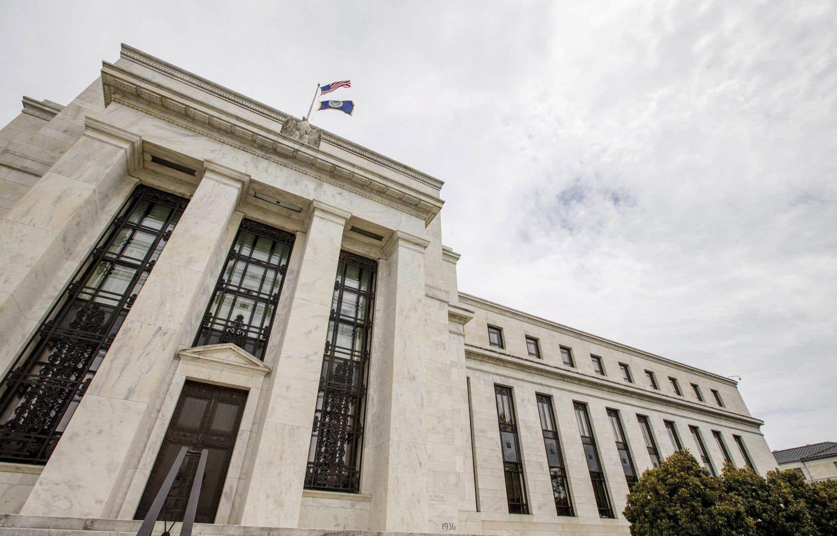 La Fed veut d'abord voir de ses propres yeux la reprise économique espérée aux États-Unis avant de seulement envisager de changer quoi que ce soit à sa politique monétaire ultra-accommodante.