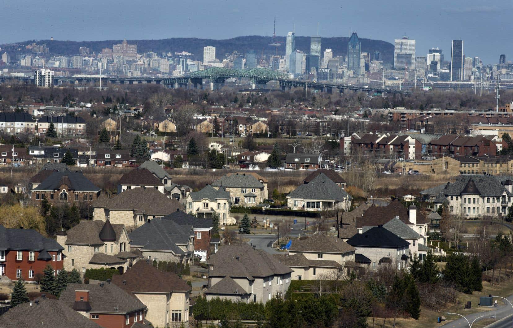 De façon générale, les familles qui demeurent dans les secteurs limitrophes de l'île de Montréal sont plus susceptibles de déménager dans les couronnes avoisinantes.