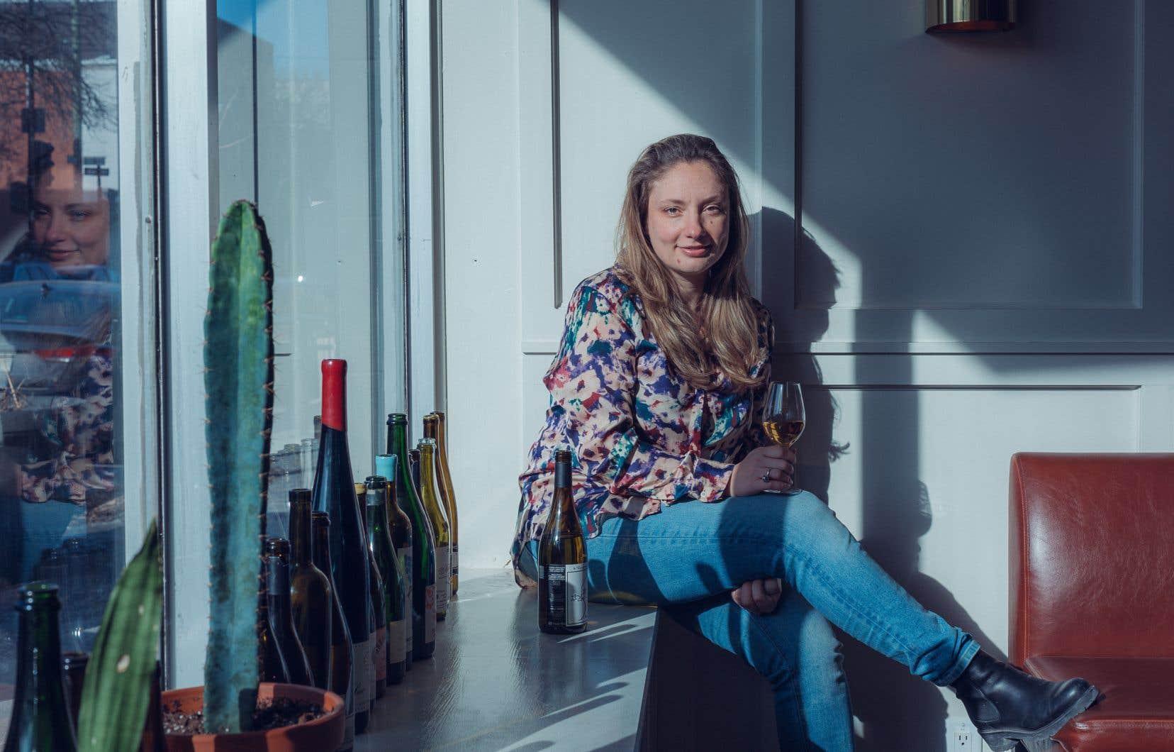 Vanya Filipovic, du chic resto Mon Lapin! à Montréal, «sent de façon palpable que les plaisirs en mode pandémie sont si restreints que les gens recherchent de grandes émotions», comme celles que procurent les vins nature.