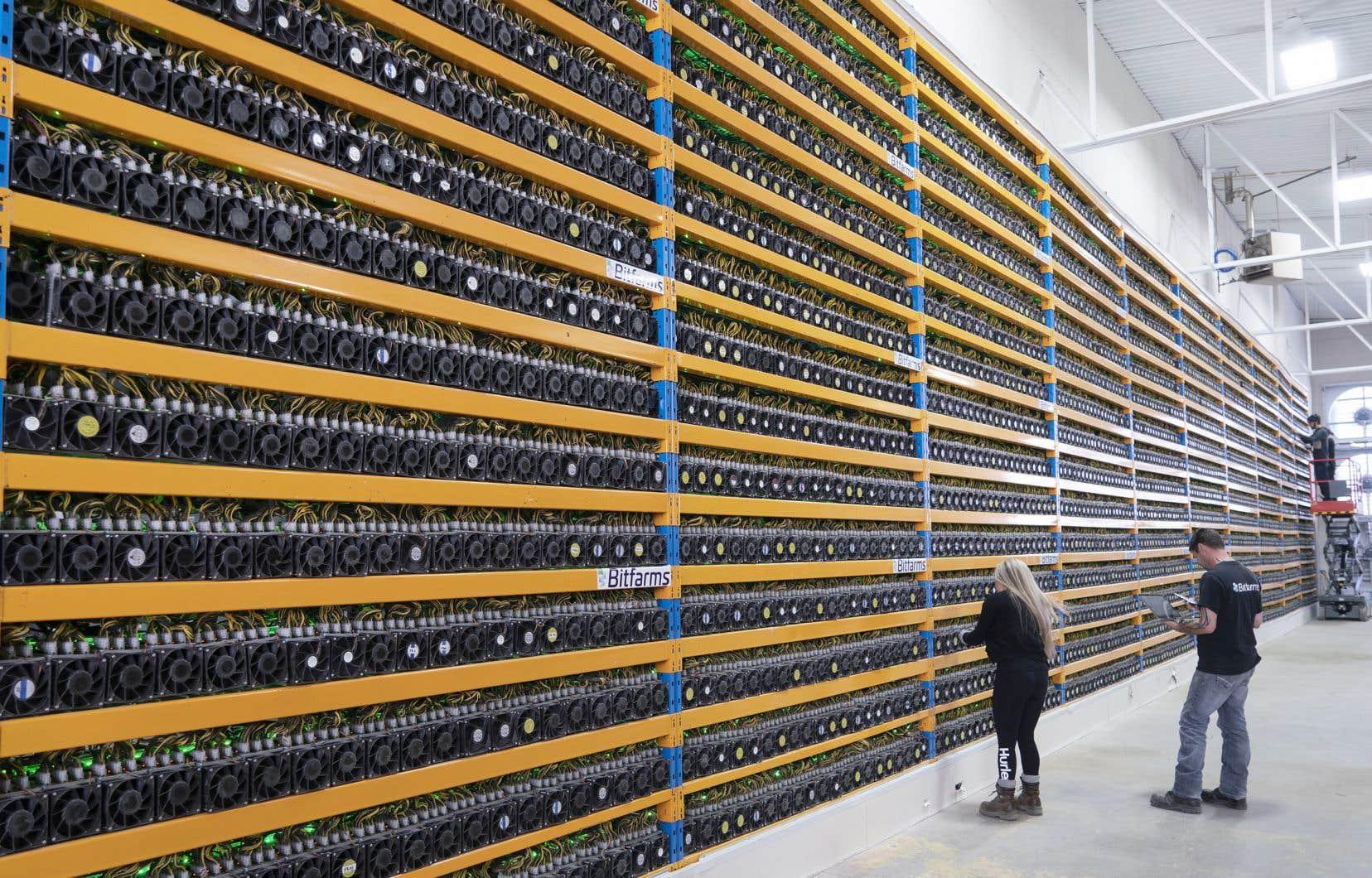 Selon le Cambridge Bitcoin Electricity Consumption Index, la consommation d'électricité annuelle du réseau bitcoin s'apparente presque à celle de la Suède. Sur la photo, la centrale de minage Bitfarms, à Magog.