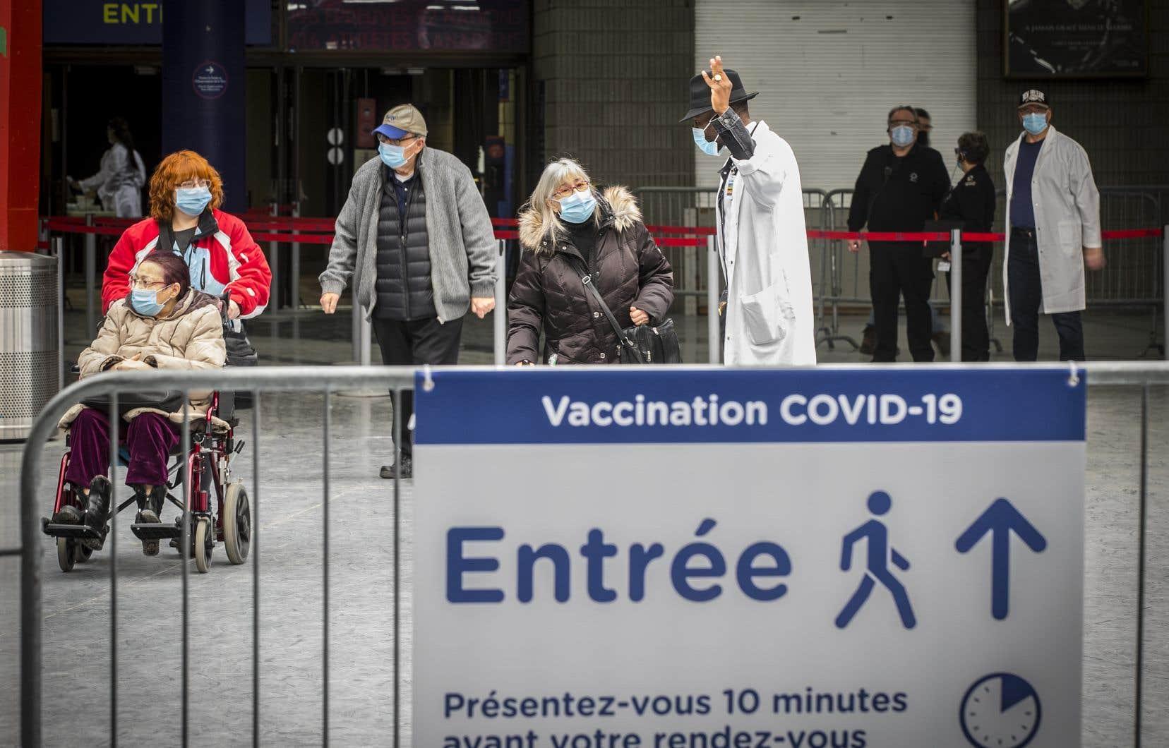 Le gouvernement a ouvert la vaccination vendredi aux personnes âgées de 65ans et plus.