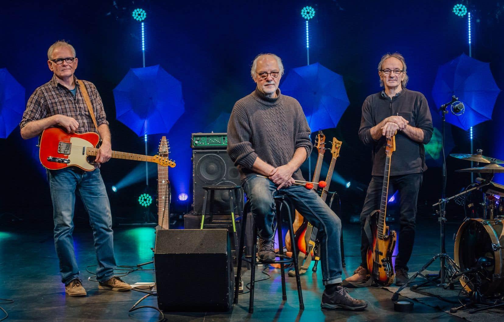 Le Magneto  Trio, composé  de Mario Légaré,  de Rick Haworth et de Sylvain  Clavette, était en répétition au  Théâtre des Deux Rives de Saint-Jean-sur-Richelieu, où il est actuellement  en résidence.